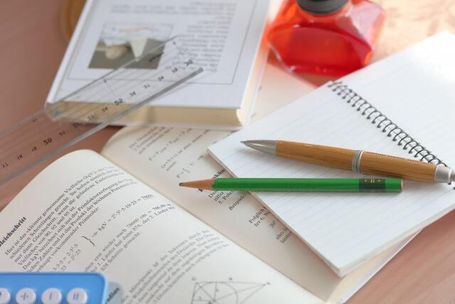 教科書などの教材はあくまで補完的に利用するのがベスト